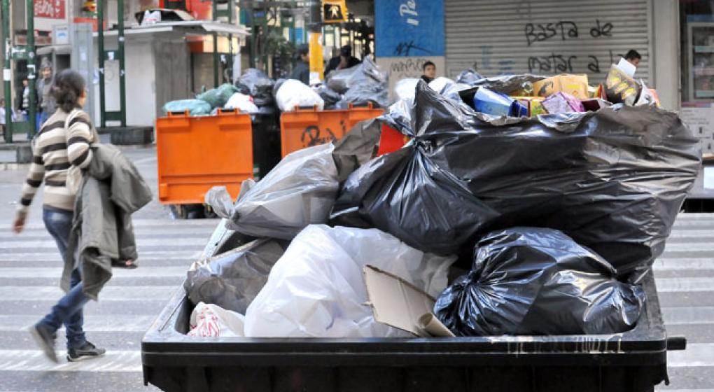 #9J: Sin recolección de residuos pero con los supermercados chinos abiertos