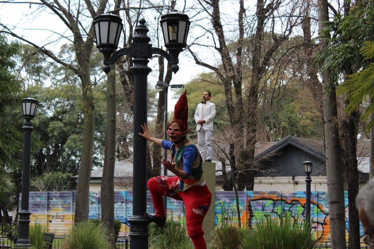 El mejor teatro callejero a cielo abierto, en Parque Avellaneda