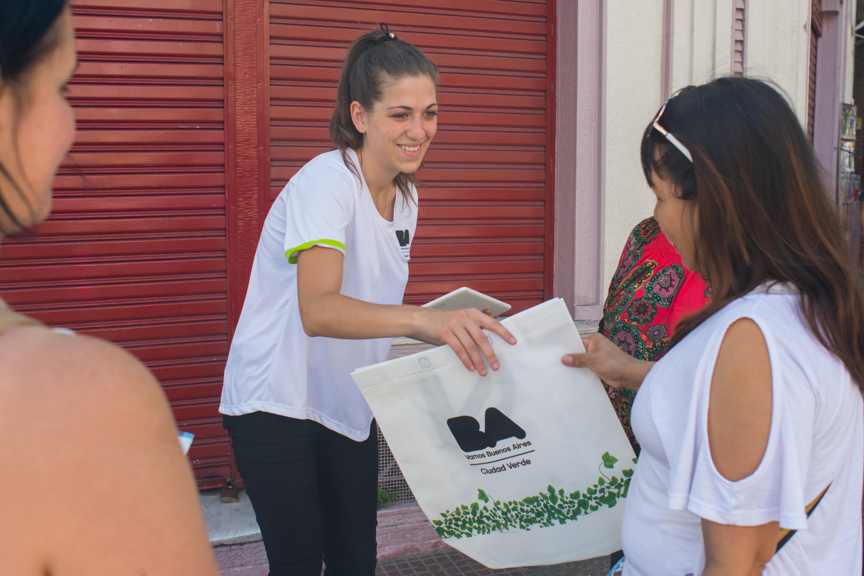 Chau a la bolsa de plástico: Entérate donde conseguir las Ecobolsas en la comuna 10