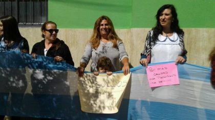 Docentes y alumnos abrazaron al Misiones en defensa de la escuela pública