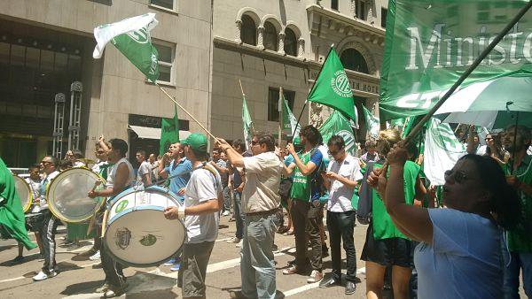 Estatales de la Ciudad se movilizaron al ORSNA ante los despidos