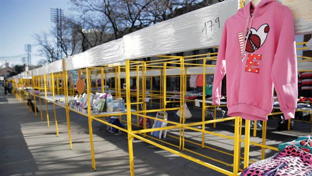 """Proponen crear un Paseo de Compras en Floresta para ubicar a los """"manteros"""" de Avellaneda"""