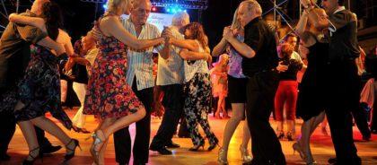 En la Ciudad del 2×4, bailar tango es una odisea