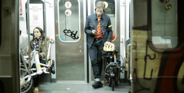 Proponen implementar un vagón de subte exclusivo para bicicletas