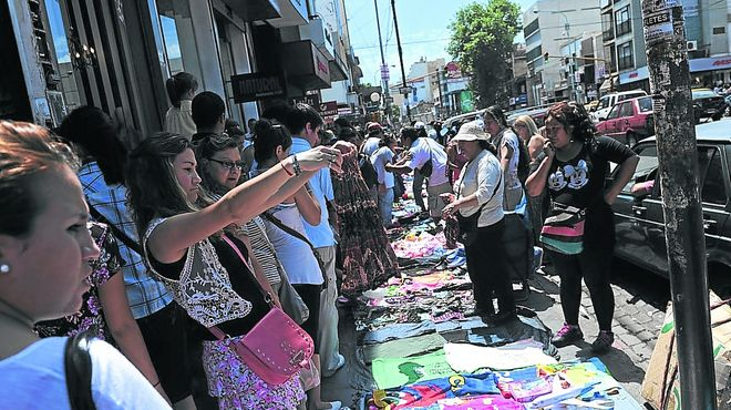 El Gobierno relocaliza a los manteros de Avellaneda