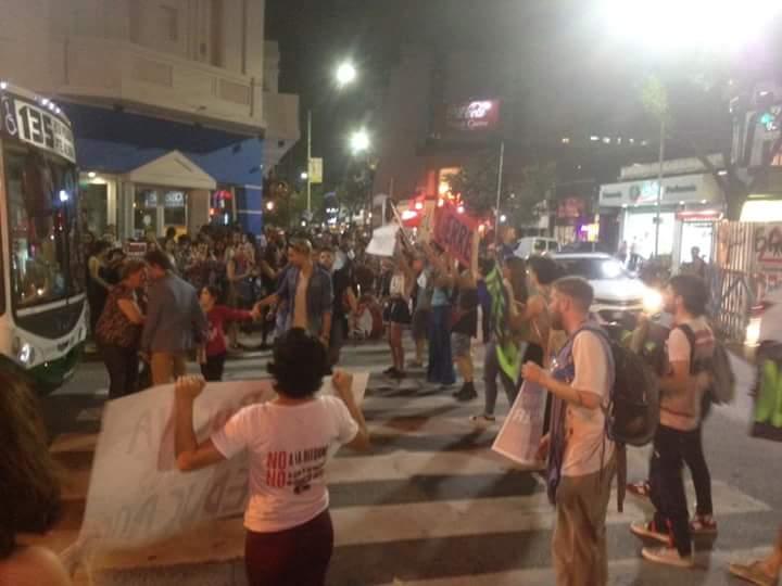 Realizaron un semaforazo en defensa de los 29 profesorados de formación docentes en Jonte y Lope de Vega