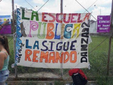 La escuela Jorge Donn se niega a bailar entre goteras y paredes de cartón