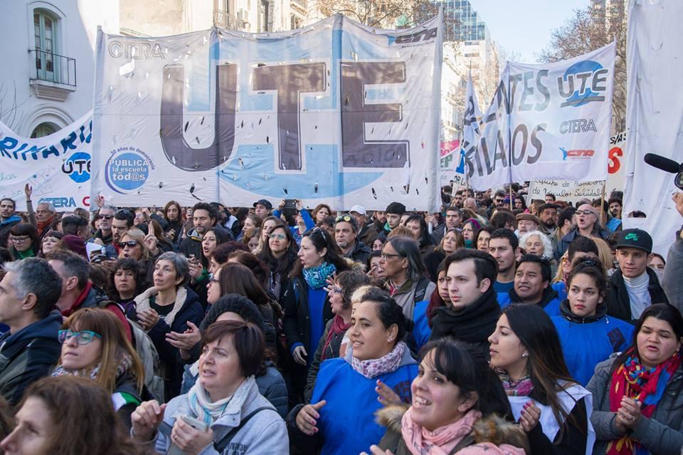 Alto acatamiento al paro docente en las escuelas de la Comuna 10
