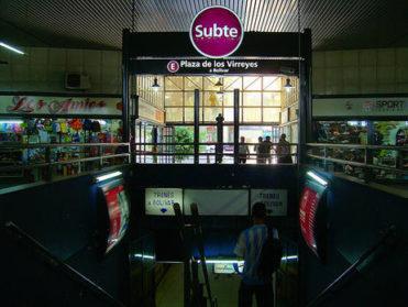 Hace dos años que SBASE prometió una escalera mecánica en Plaza de los Virreyes y ni siquiera empezaron las obras