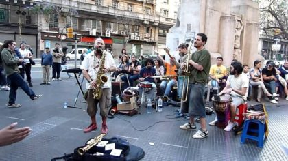 Gracias a la movilización, el gobierno da marcha atrás con la penalización del arte callejero