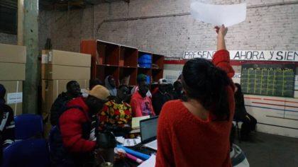 La palabra como herramienta de integración |  Dictan un curso de español para senegaleses en Automotores Orletti