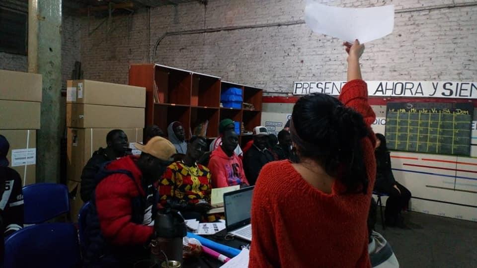 La lengua como herramienta de defensa | Dictan un curso de español para senegaleses en Automotores Orletti