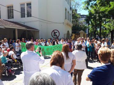 Los trabajadores del Hospital de Rehabilitación Manuel Rocca rechazaron el despido del director del establecimiento