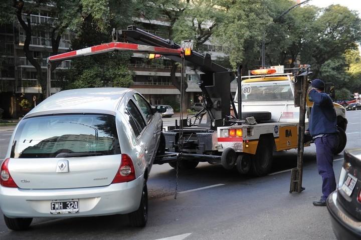 La fiesta del parquímetro y las grúas| El estacionamiento tarifado se extiende por los barrios de la Comuna 10
