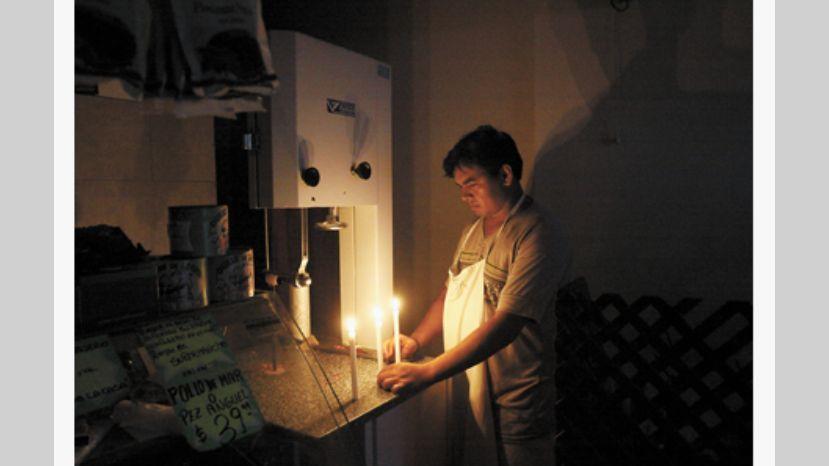 Bronca y críticas a Edesur | Vecinos de Floresta y Monte Castro nuevamente sin luz