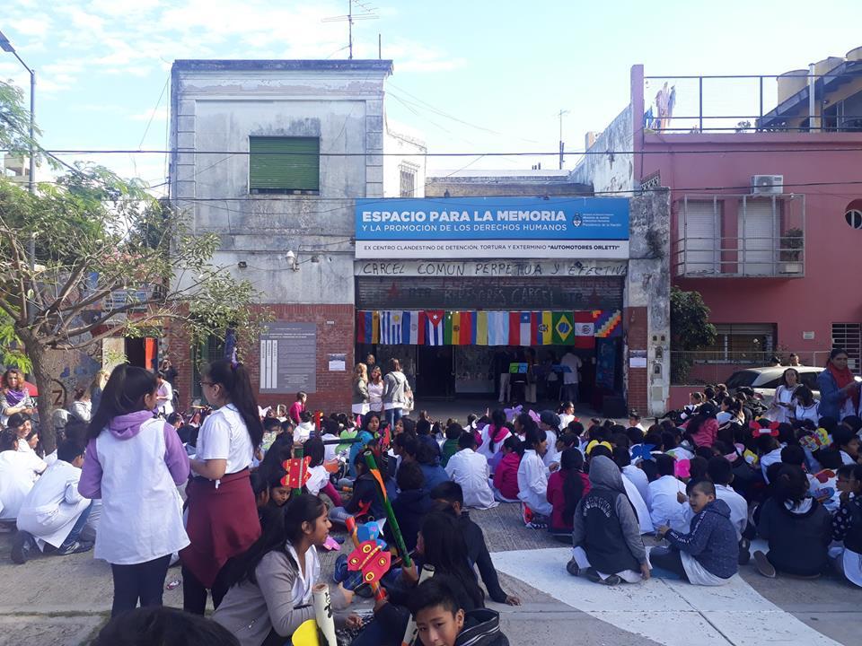 Y un día Orletti se llenó de Mariposas | Las escuelas 24 y 9 del DE 12 visitaron el Ex Centro Clandestino en el marco del Día de la Memoria