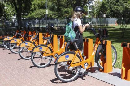La Ecobici llegó a Floresta | La plaza Vélez Sarsfield incorporó una estación de bicicletas gratuitas