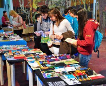 Feria del libro en Villa Real | Un encuentro para generar lazos entre lectores y escritores de la zona Oeste
