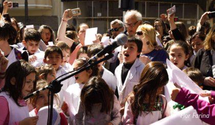 Cuando lo siniestro se transforma en maravilloso | La comunidad educativa del Portugal cantó contra la censura