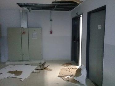 Tras la lluvia, se derrumbó parte del techo de la escuela Yrurtia | Un edificio nuevo que se cae a pedazos