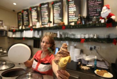 El jueves 14, cinco heladerías de la Comuna 10 tendrán el ¼ y el ½ kilo a mitad de precio