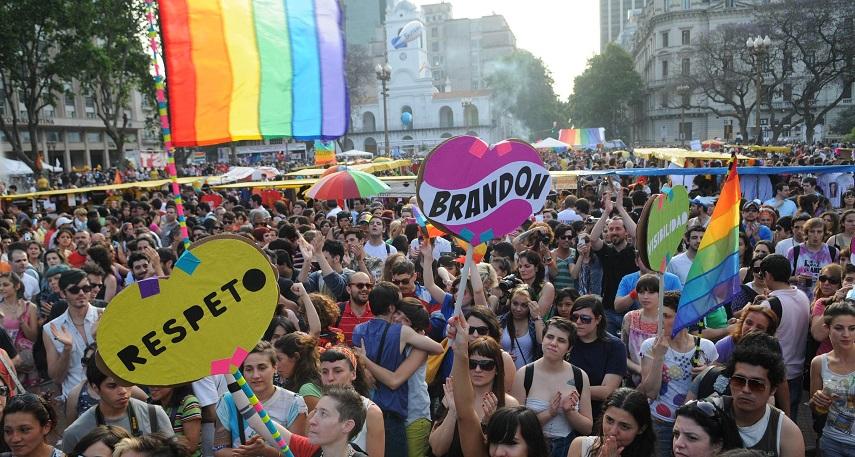 Multitudinaria marcha del Orgullo en Buenos Aires   Miles en las calles por la diversidad y contra los crímenes de odio