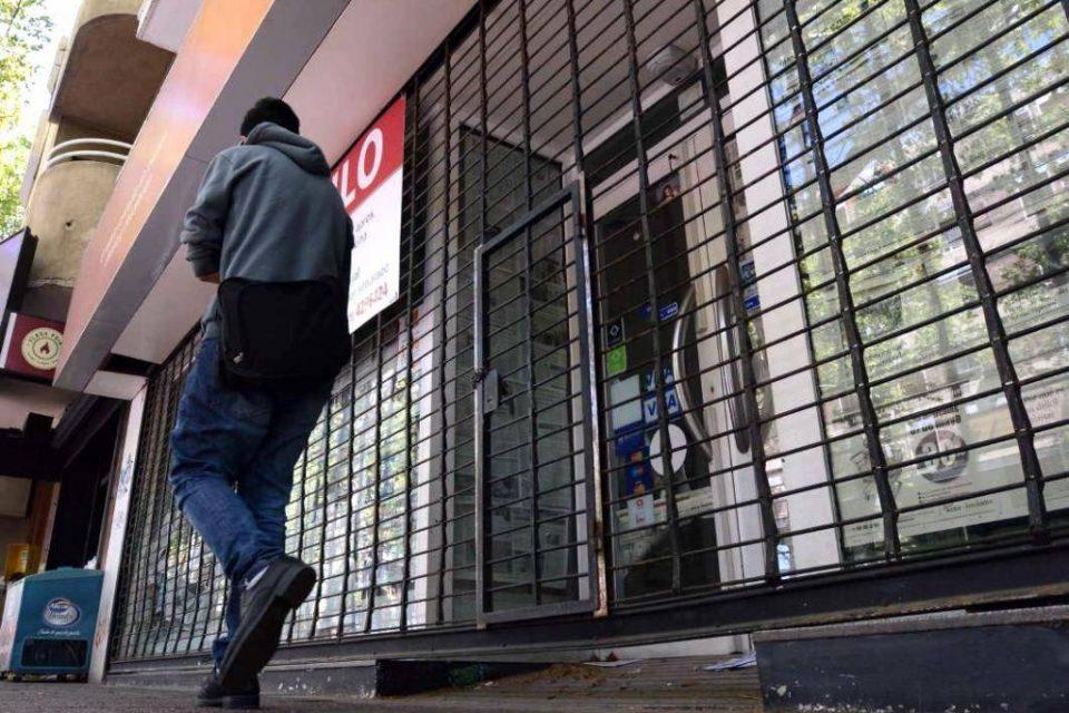 La avenida de las persianas bajas | En Avellaneda aumentó un 173% los locales vacíos pese a que ya no hay manteros