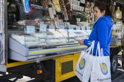 Continúa hasta fin de año el descuento del 50% en las Ferias barriales | Fruta, carne, lácteos y frutos secos a mitad de precio