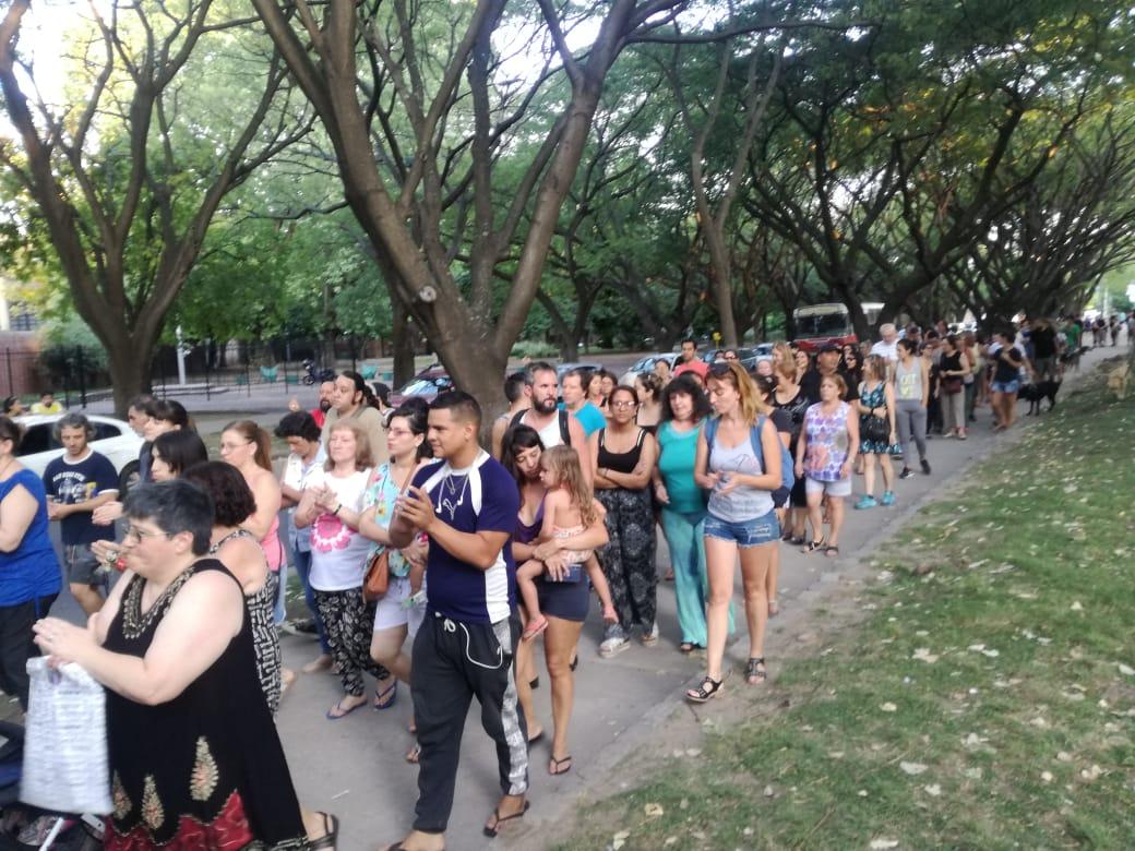 Exigen que la Comuna y el gobierno de la Ciudad den respuestas por las electrocuciones en Plaza Monte Castro