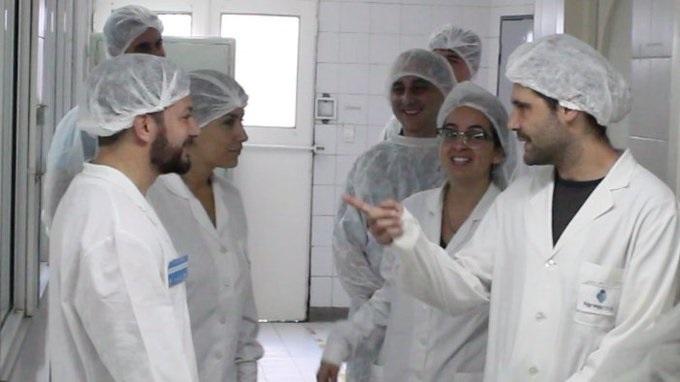 Villa Luro: FarmaCoop fabricará alcohol en gel | El laboratorio recuperado por sus trabajadores ofreció sus servicios para prevenir el coronavirus