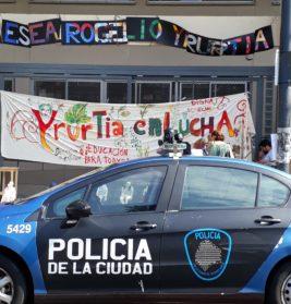 Yrurtia: un comienzo de clases rodeado de patrulleros | Funcionarios de educación incumplieron el fallo judicial y quisieron entrar por la fuerza al edificio