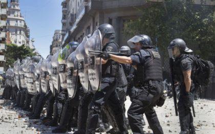 Balas de goma sí, barbijos no | El gobierno de la Ciudad compró armamento por $52 millones