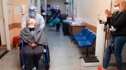 Emoción y aplausos en el Hospital Vélez Sarsfield: Nelly, de 94 años, fue dada de alta de coronavirus