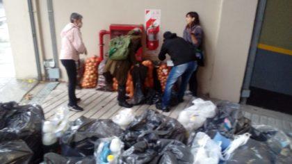 La comunidad del Yrurtia entregó alimentos y productos de higiene para reforzar las insuficientes viandas del GCBA