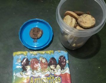 Floresta: Familias de la Escuela Padre Castañeda denuncian haber recibido galletitas con pedazos de metal en las viandas entregadas por el Gobierno de la Ciudad