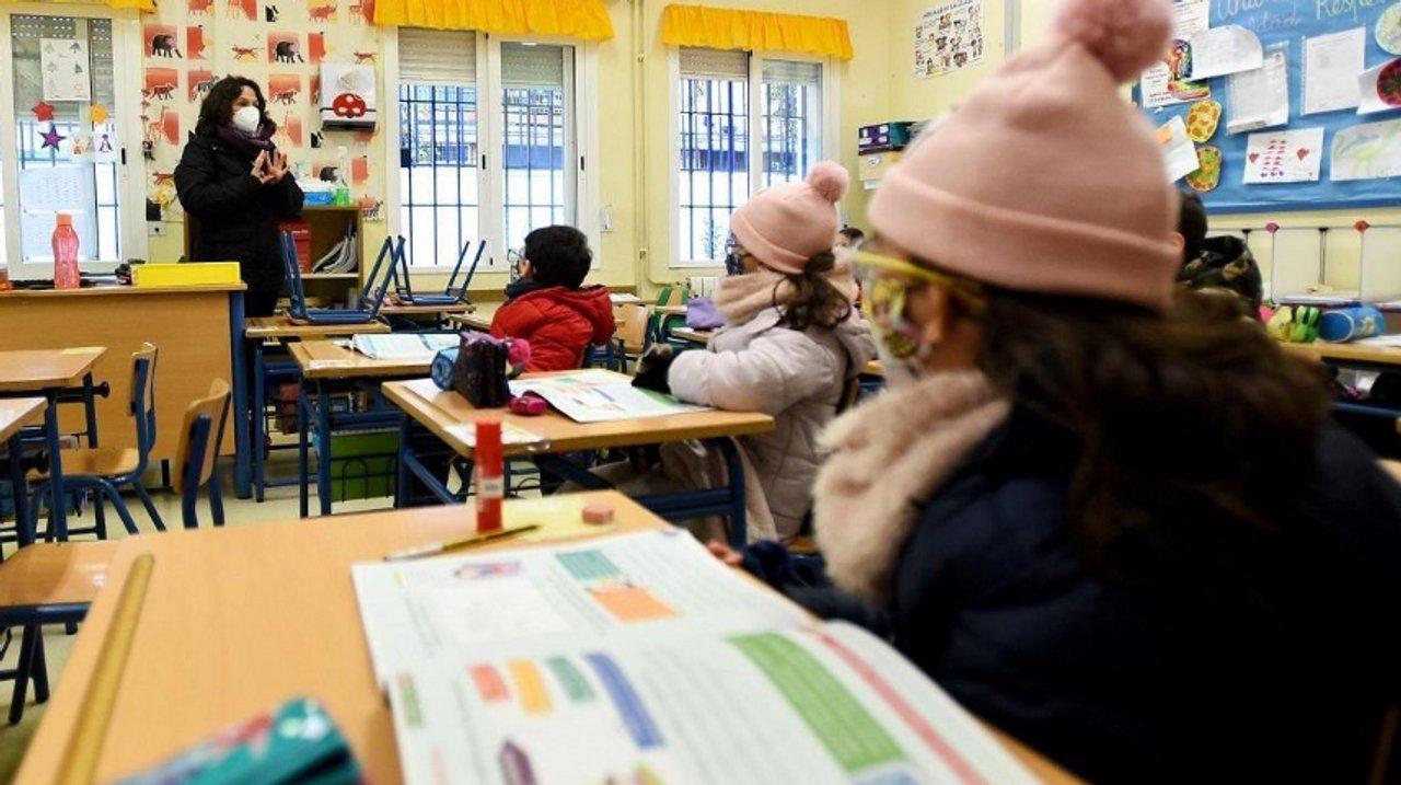 En pleno invierno, el gobierno de la Ciudad delega en  las cooperadoras la provisión de infusiones para les estudiantes