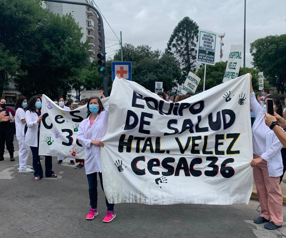 Agotados y con los bolsillos flacos | Paro en el Hospital Vélez Sarsfield por mejoras laborales