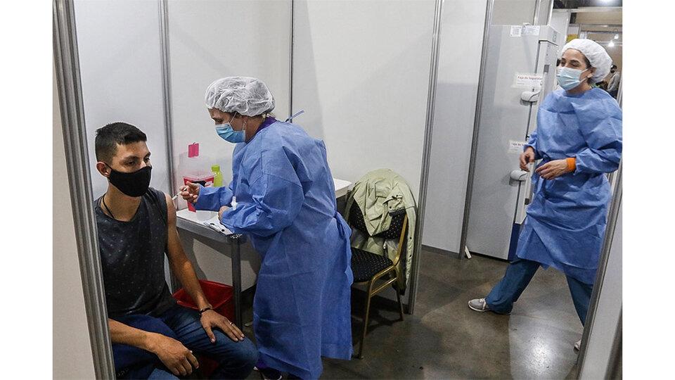 Vacunación Covid: Ciudad habilita la inscripción para jóvenes de 18 a 24 años