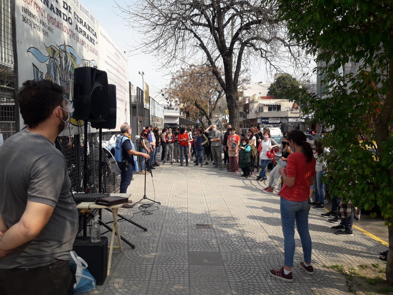 La muerte danza en las escuelas | Homenaje a Patricia Taha, auxiliar de los colegios Jorge Donn y Fernando Arranz fallecida por Covid-19