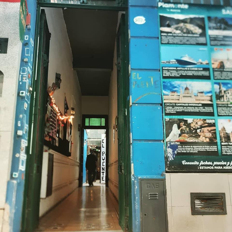 Villa Luro: El Espacio Cultural El Puente reabre sus puertas con una obra de títeres para adultos