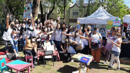 La plaza Las Toscaneras se vistió de fiesta, educación pública y solidaridad   Gran jornada organizada por las Cooperadoras de la Comuna 10